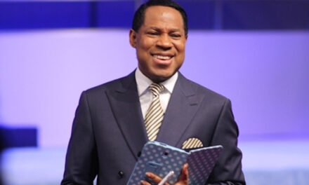"""""""You can't believe in Jesus and be afraid of touching Coronavirus patients"""" — Pastor Chris Oyakhilome (video)"""