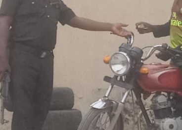 Police officer pictured extorting money from a motorcyclist in Aguda to be put on trial – CP Odumosu orders