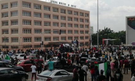 #EndSARS: Protesters chants shame in front of Ministry of Justice building in Abuja (Video)